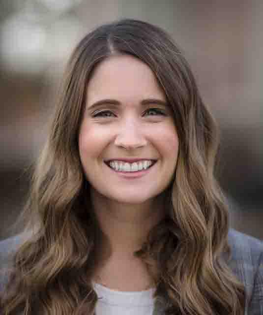 Amy Foss Headshot